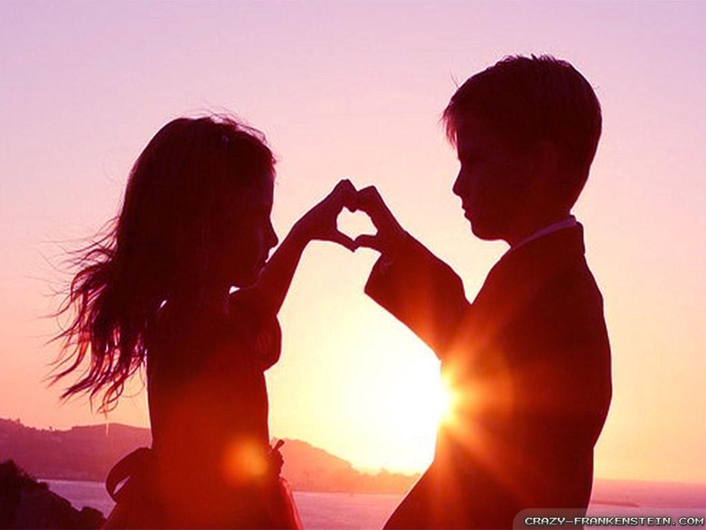 عشق آن نیست که هر لحضه کنارش باشی..عشق آن است که پیوسته به یادش باشی..